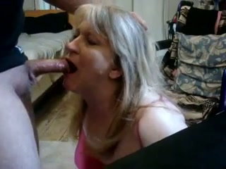 Mature housewife had nothing against giving a greedy blowjob