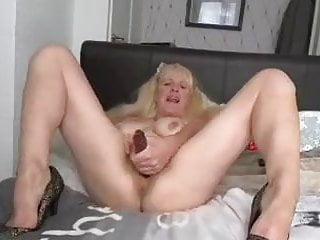 Uk mature chats sloppy penetrates her vulva