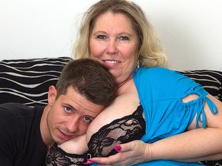 Humungous titted plus-size tearing up and deepthroating her boyfriend