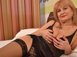Fancy mature woman getting all insatiable