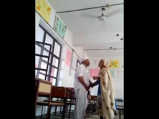 worldfreex - Pakistani Headmaster doing sex with his Young Female Teacher