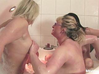 Bathtub orgy down 3 full-grown German followed overwrought some fianc�
