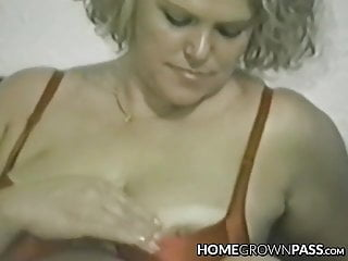 Mature vixen cravingly catapulting ample fake penis in every crevice