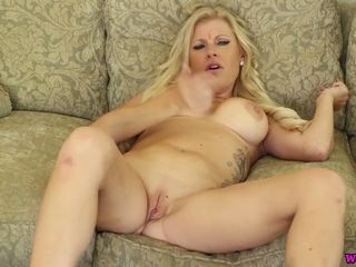 Killing torrid blondie milf plays with her hefty faux breasts and humid smoothly-shaven cunny