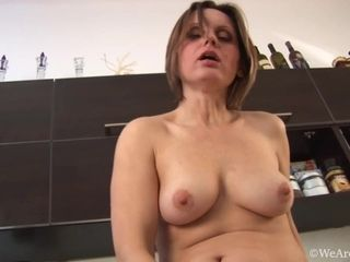 Exciting mummy Plays With Her wooly poon In The Kitchen