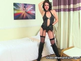 Brit cougar Karina faux-cocks her fanny and bootie